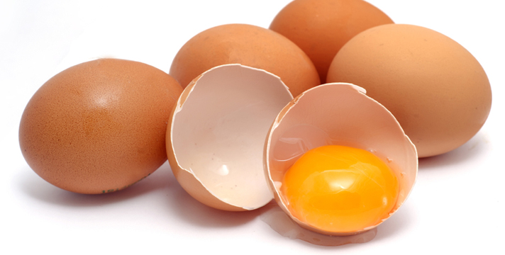 Uova, proprietà e benefici, colesterolo e malattie cardiovascolari: esiste un reale rischio per la saute?