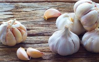 Le proprietà nutritive dell'aglio, i benefici per la salute, le controindicazioni