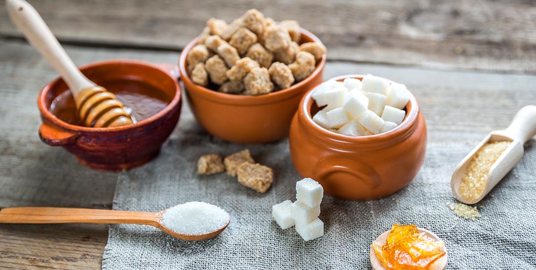 I dolcificanti da utilizzare durante una dieta FODMAP: zuccheri, sciroppi, miele e dolcificanti artificiali