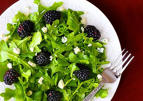 Le proprietà nutritive, i benefici per la salute e gli usi in cucina della rucola