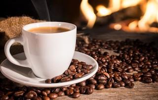 Caffè e caffeina, proprietà, benfici per la salute, controindicazioni: il caffè fa male?