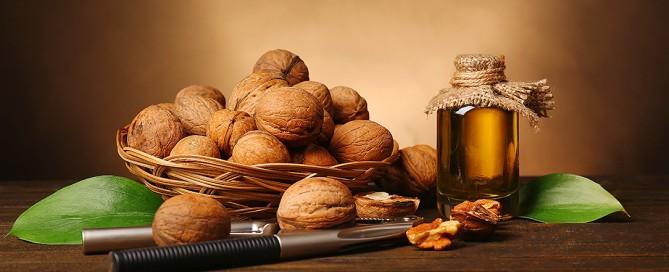 Le proprietà nutritive delle noci, i valori nutrizionali e le calorie, i benefici per la salute, la riduzione del colesterolo, i problemi con le allergie