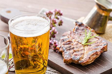 Alcol e cancro: l'aumento del rischio per tumori al seno e al fegato dovuto al consumo di bevande alcoliche