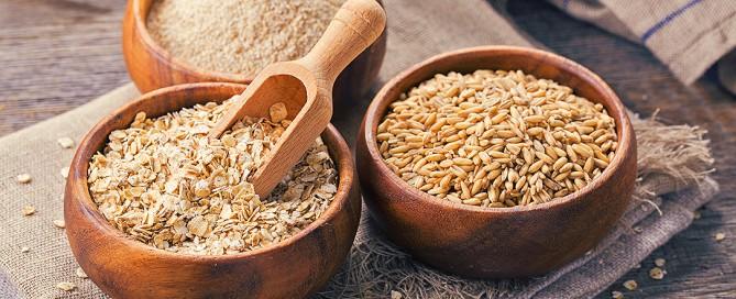 Le proprietà nutritive e i benefici per la salute dell'avena, riduzione del colesterolo, glutine e celiachia, fiocchi, crusca, farina e latte di avena