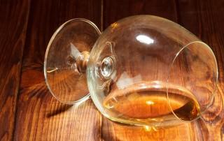 Il legame tra consumo di bevande alcoliche e microbiota intestinale, i problemi per la salute dovuti al consumo di alcol