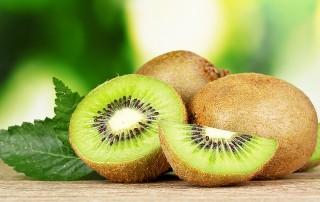 L proprietà nutritive del kiwi, i valori nutrizionali, i benefici per la salute