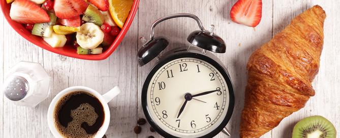 Dieta, esercizio fisico e orologio biologico: crononutrizione e digiuno intermittente