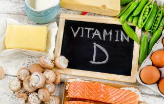 Le proprietà della vitamina D, la sintesi, le funzioni nell'organismo, l'importanza per la salute delle ossa e del sistema immunitario, gli alimenti che la contengono, carenza e integrazione
